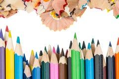 Trucioli e matite di colore Fotografia Stock