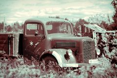 truck Γερμανικός στρατιωτικός εξοπλισμός από το δεύτερο παγκόσμιο πόλεμο στην αναδημιουργία του πεδίου μάχης για να γιορτάσει την στοκ εικόνες