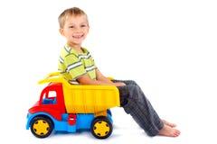 truck παιχνιδιών αγοριών στοκ φωτογραφία με δικαίωμα ελεύθερης χρήσης