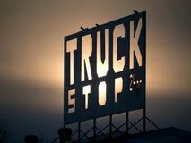 truck στάσεων σημαδιών Στοκ φωτογραφία με δικαίωμα ελεύθερης χρήσης