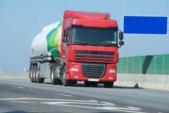 truck της οδικής Ισπανίας των Πυρηναίων βουνών Στοκ φωτογραφία με δικαίωμα ελεύθερης χρήσης