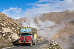 Truck on the high altitude Manali - Leh road , India Stock Photography