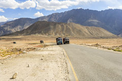 Truck on the high altitude Srinaga-Leh road in Ladakh province Stock Photography