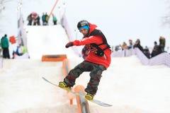 Truco de la snowboard de Slopestyle Foto de archivo