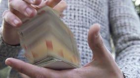 Truco de magia fresco del naipe almacen de metraje de vídeo