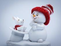 Trucos alegres de las demostraciones del muñeco de nieve Imagenes de archivo