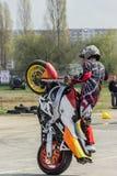 Trucos de la motocicleta, demostración en MTS Szczecin imagen de archivo