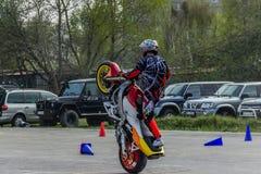 Trucos de la motocicleta, demostración en MTS Szczecin imagen de archivo libre de regalías
