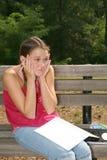 trudne zadanie domowe szkoły dziewczynę działanie Obrazy Stock
