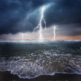 Trueno en el océano Imágenes de archivo libres de regalías