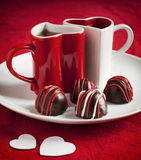 Trufa de chocolate hecha a mano para Valentine Day Fotos de archivo libres de regalías