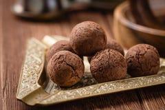 Trufas de chocolate com pó de cacau Imagem de Stock Royalty Free