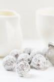 Trufas de chocolate com pó shugar Imagem de Stock Royalty Free