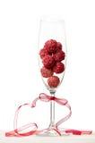 Trufas de chocolate de la frambuesa en un vidrio del champán fotos de archivo libres de regalías