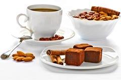 Trufas de chocolate em uma placa Imagem de Stock