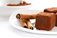 Trufas de chocolate em uma placa Imagens de Stock Royalty Free