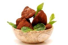 Trufas de chocolate en un tazón de fuente redondo Imagen de archivo libre de regalías