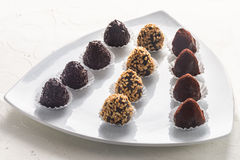 Trufas de chocolate feitos a mão deliciosas foto de stock