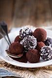 Trufas de chocolate saudáveis Fotografia de Stock