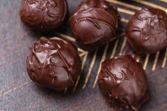 Trufas del primer en chocolate Imagenes de archivo
