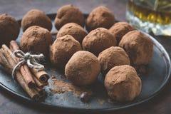 Truffes de chocolat foncées Photographie stock