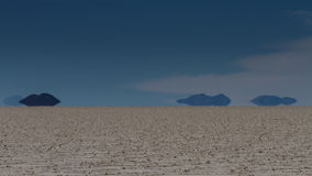 Trugbild von Bergen bei Salar de Uyuni stockbild