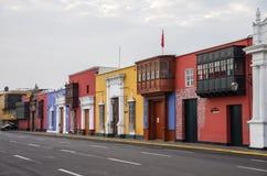 Trujillo, Peru - 11. Januar 2014: Bunte Kolonialhäuser herein Stockfoto