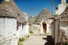 Trulli房子在联合国科教文组织阿尔贝罗贝洛,普利亚,意大利世界遗产镇  库存图片