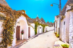 Trulli домов Alberobello типичных Apulia, Италия Стоковое Изображение