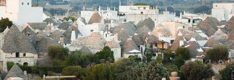 Trulli, типичные старые дома в Alberobello Стоковые Изображения RF