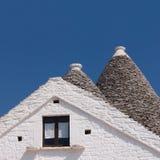 Trulli av den Alberobello detaljen av typiska koniska tak Fotografering för Bildbyråer