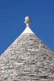 Trulli Dach auf blauem Himmel Stockfotografie