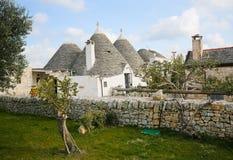 Trulli dans Alberobello, Puglia, Italie Photographie stock libre de droits