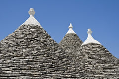 trulli för tak för alberobelloapulia konisk Arkivfoto