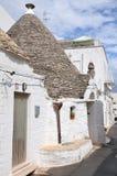 Trulli i den sydliga italienska staden av Alberobello Arkivbilder
