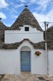 Trulli i den sydliga italienska staden av Alberobello Arkivfoton