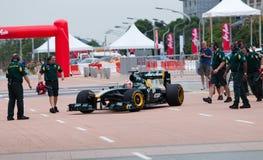 Trulli kommt Gruben nachdem Lack-Läufer der Demo F1 Lizenzfreies Stockfoto
