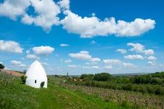 Trullo或圆的房子在弗隆海姆, Rheinhessen,莱茵河流域Pfalz,德国 免版税库存图片