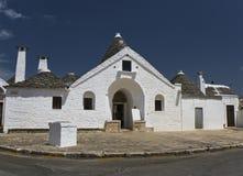 Trullo en Alberobello, Puglia, Italia imagenes de archivo