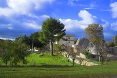 Trullo i bygd Apulia Arkivfoto