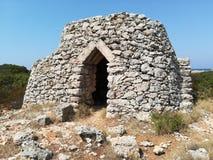 Trullo salentoPajaru A lantligt hus som byggs med stenar som är typiska av det Salento området Lecce Puglia Arkivfoton