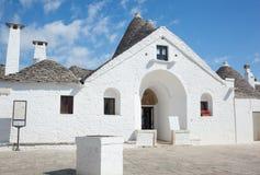 Trullo souverain dans Alberobello Photographie stock libre de droits