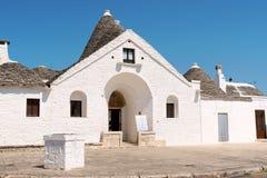 Trullo Sovrano (härskaren Trullo) i Alberobello Arkivbilder