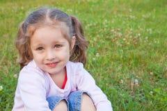Träumen des kleinen Mädchens Lizenzfreie Stockfotografie