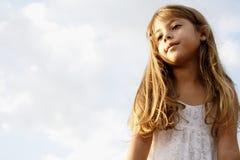 Träumen des kleinen Mädchens Lizenzfreie Stockfotos