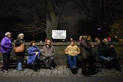Trumfinvigningpersoner som protesterar på Columbus Circle i NYC Royaltyfri Fotografi
