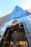 Trumftorn med den antika klockan i Manhattan, NYC arkivbilder