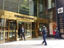 Trumftornsäkerhet, hund för polisen K-9, New York City, NYC, NY, USA Arkivfoton