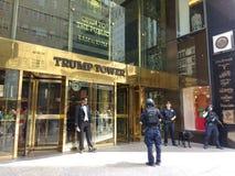 Trumftornsäkerhet, hund för polisen K9, New York City, NYC, NY, USA Fotografering för Bildbyråer
