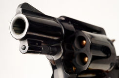 Trumma för vapen för cylinder för revolver för 38 kaliber pistol pekad laddad Royaltyfri Fotografi